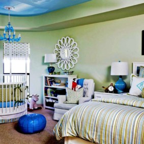 Двухуровневый потолок в спальной комнате