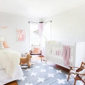 Светлая комната для родителе и ребенка