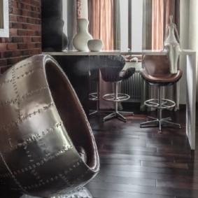 Кожаное кресло на кухне в стиле лофт