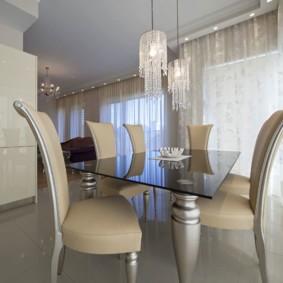 Красивые стулья в кухне-столовой