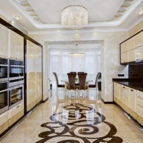 Рисунок на полу кухни из керамической плитки