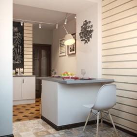 Кухонный стул с пластиковым сидением