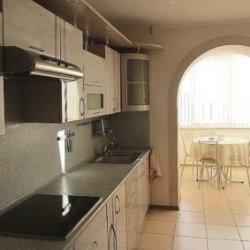 Арка из гипсокартона в кухне с балконом