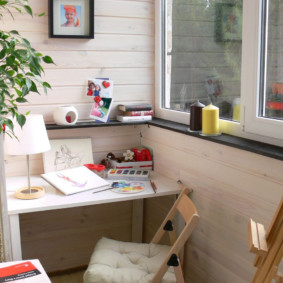 Место для детского творчества на балконе кухни