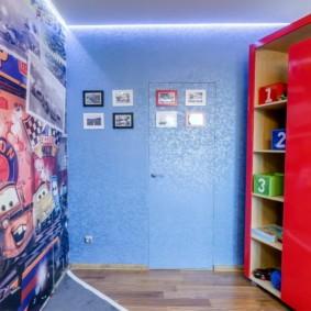 Потайная дверь в синей стене