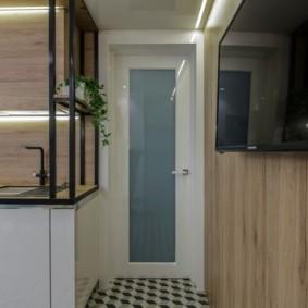 Телевизионная панель на стене кухни
