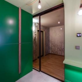 Тонированные двери раздвижной конструкции
