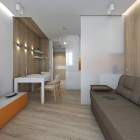 Узкий диван в маленькой комнате