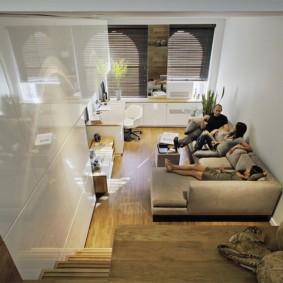 Удобный диван для отдыха всей семьей