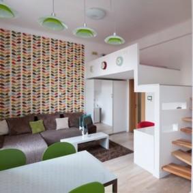 Зеленые спинки кухонных стульев
