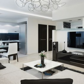 Интерьер квартиры в черно-белой гамме
