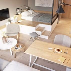 Спальное ложе на подиуме в квартире