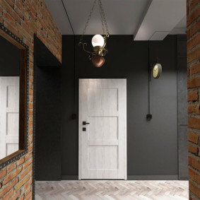 Белая дверь в темно-серой стене