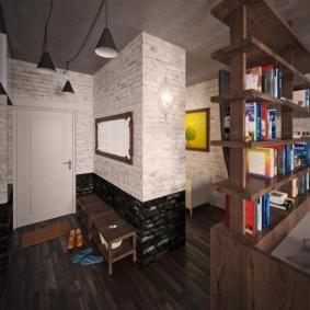 Коричневый пол в прихожей квартиры