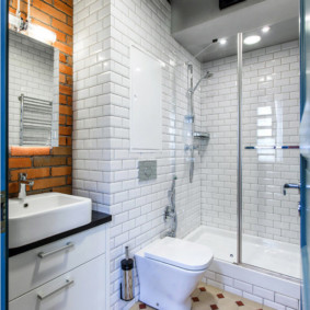 Плитка кабанчик на стене ванной площадью 4 кв м
