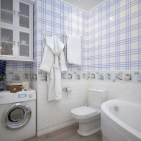 Обои с полосками в ванной комнате