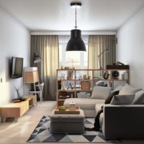 Серый диван у стены в гостиной