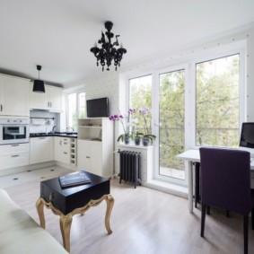 Кухня-гостиная с выходом на балкон
