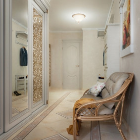 керамический пол в холле квартиры