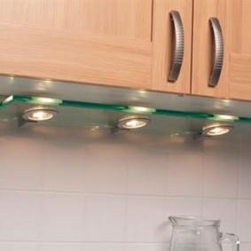 Точечные светильники на стеклянной панели