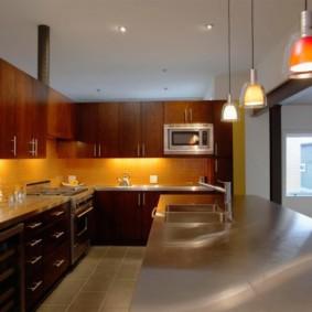 Гладкая поверхность кухонного острова