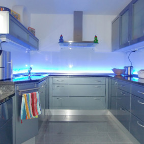 П-образный гарнитур для небольшой кухни