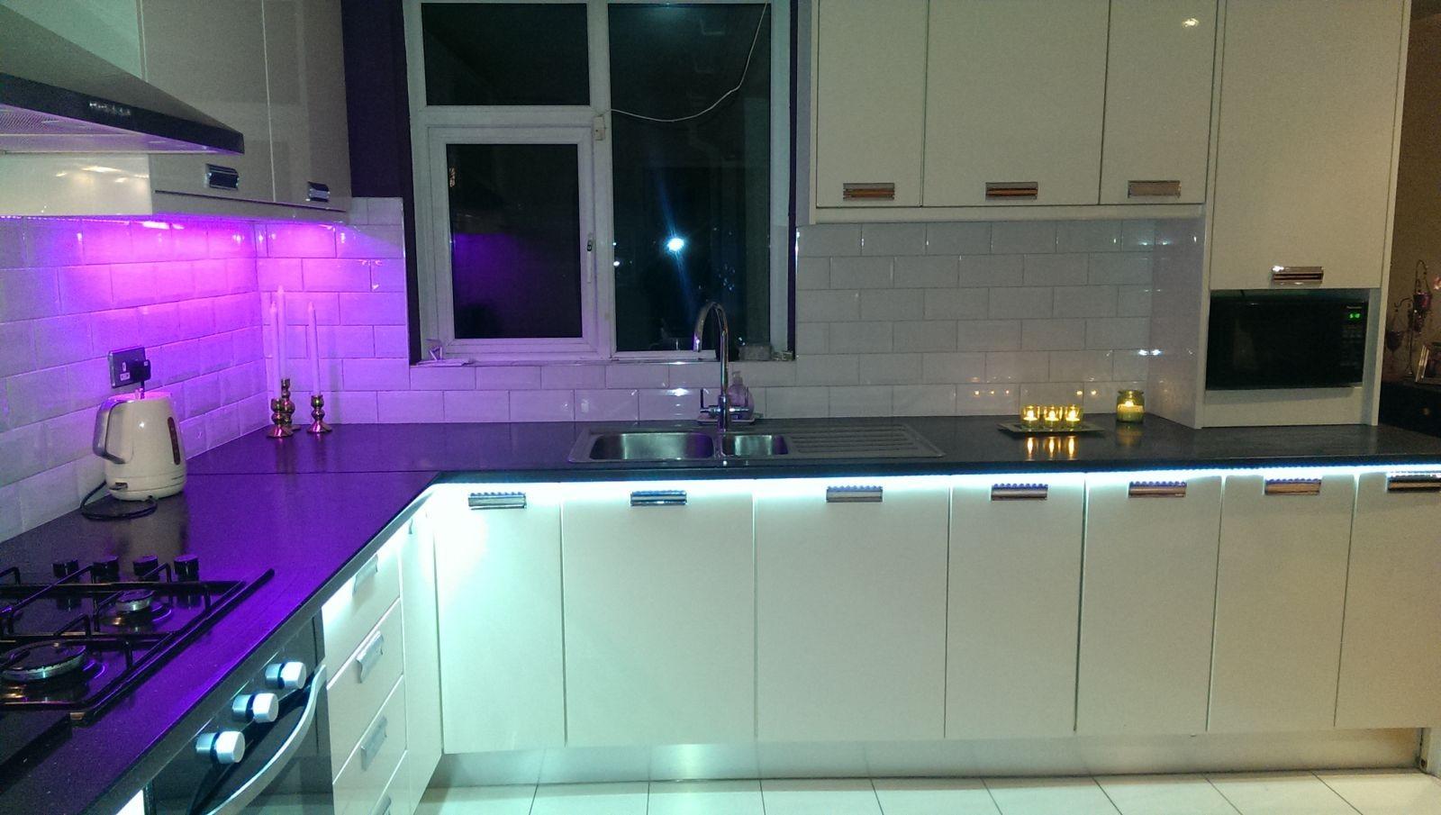 лед лента на кухне фото