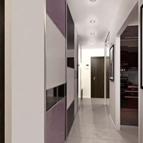 Узкий коридор с керамическим полом