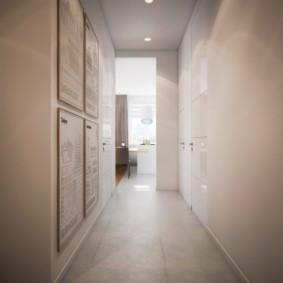 Длинный коридор с бежевыми стенами