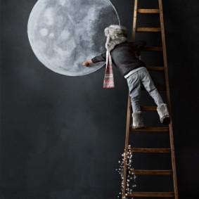 Рисунок луны на грифельной доске