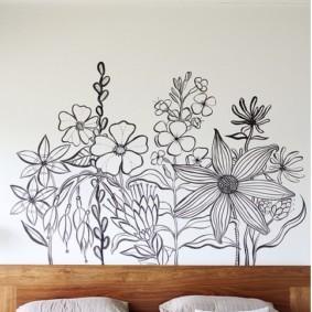 Декорирование простым рисунком стены в спальне