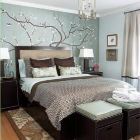 Оригинальный светильник на потолке спальни