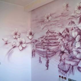 Прихожая квартиры с рисунком на стене