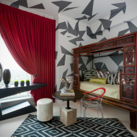 Деревянный балдахин в спальне подростка