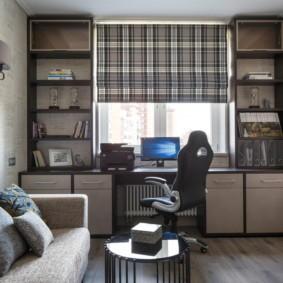 Рабочий стол вместо подоконника в квартире