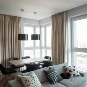 Плотные шторы на панорамных окнах