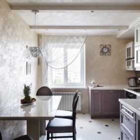 Узкая кухня в трехкомнатной квартире