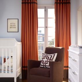 Оранжевые шторы в современной квартире