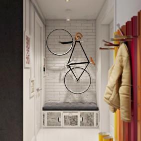 Место для велосипеда в небольшой прихожей