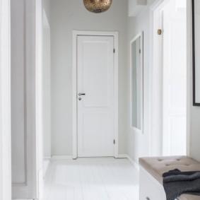 Светлые коридор в скандинавском стиле