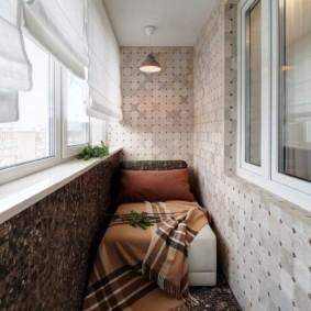 Отделка балкона керамической мозаикой