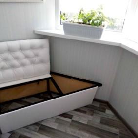 Небольшой диванчик с ящиком для вещей