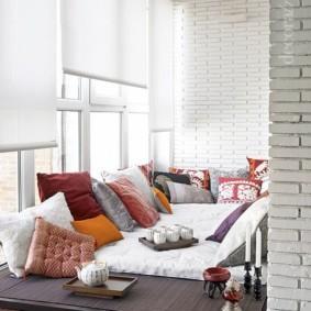 Рулонные шторы белого цвета