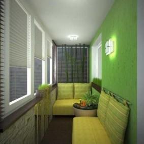 Зеленая стена на жилом балконе