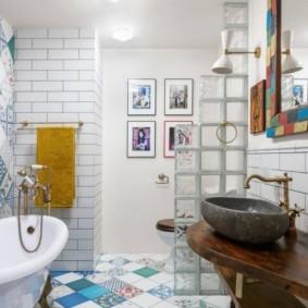Дизайн ванной комнаты с перегородкой из стеклоблоков