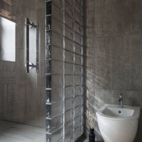 Подвесная раковина на серой стене
