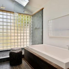 Прямоугольная ванна белого цвета