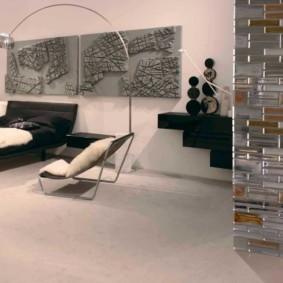 Модульные картины на стене спальни