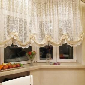 Занавески с бантиками на эркерных окнах