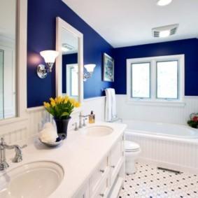 Контрастная отделка стен ванной комнаты